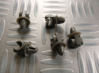 Ford Escort/Cortina New Genuine Ford fuel pipe clips